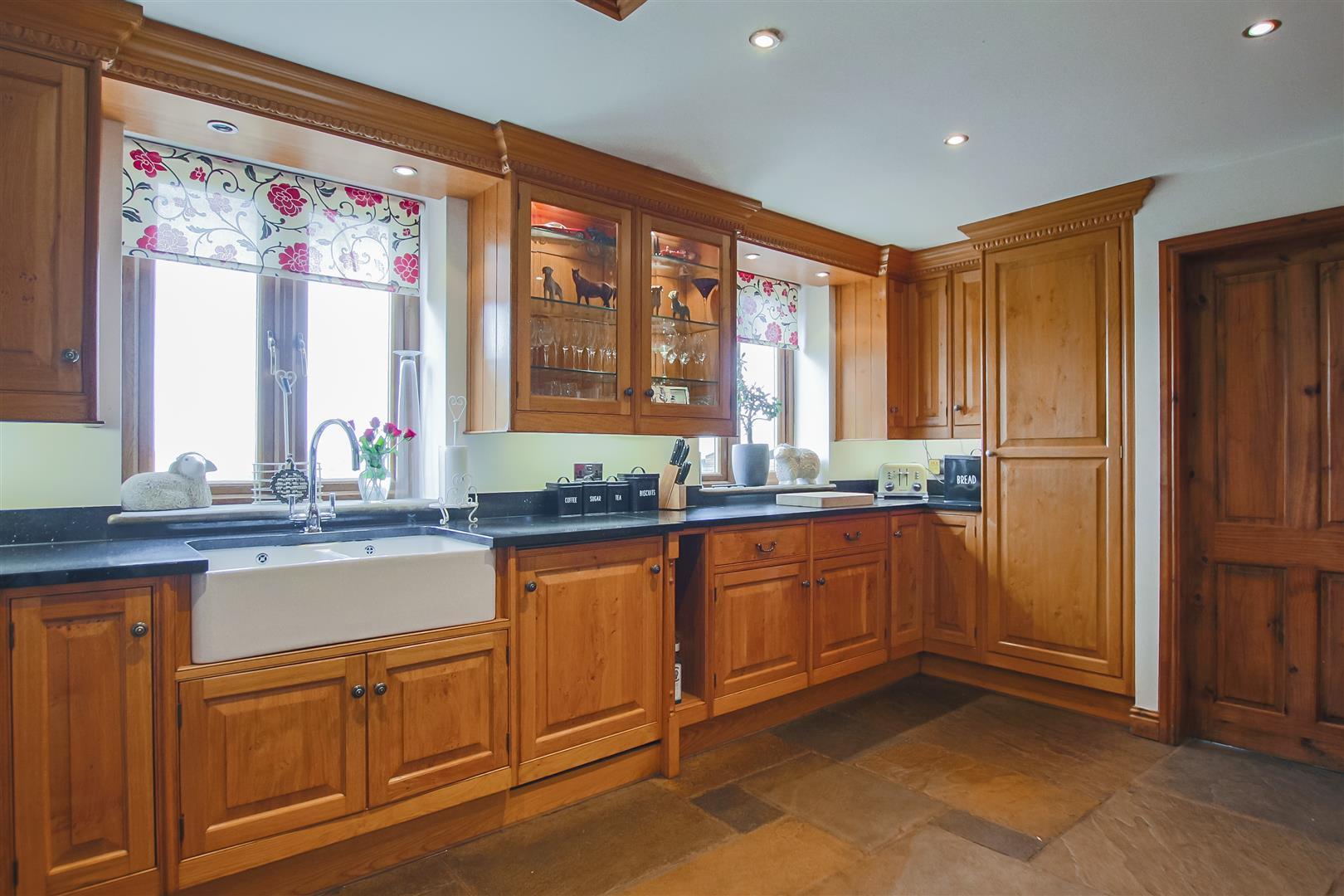 4 Bedroom Semi-detached House For Sale - Image 41